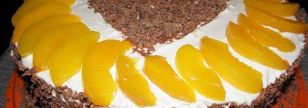 Tort z Milky Way i brzoskwiniami
